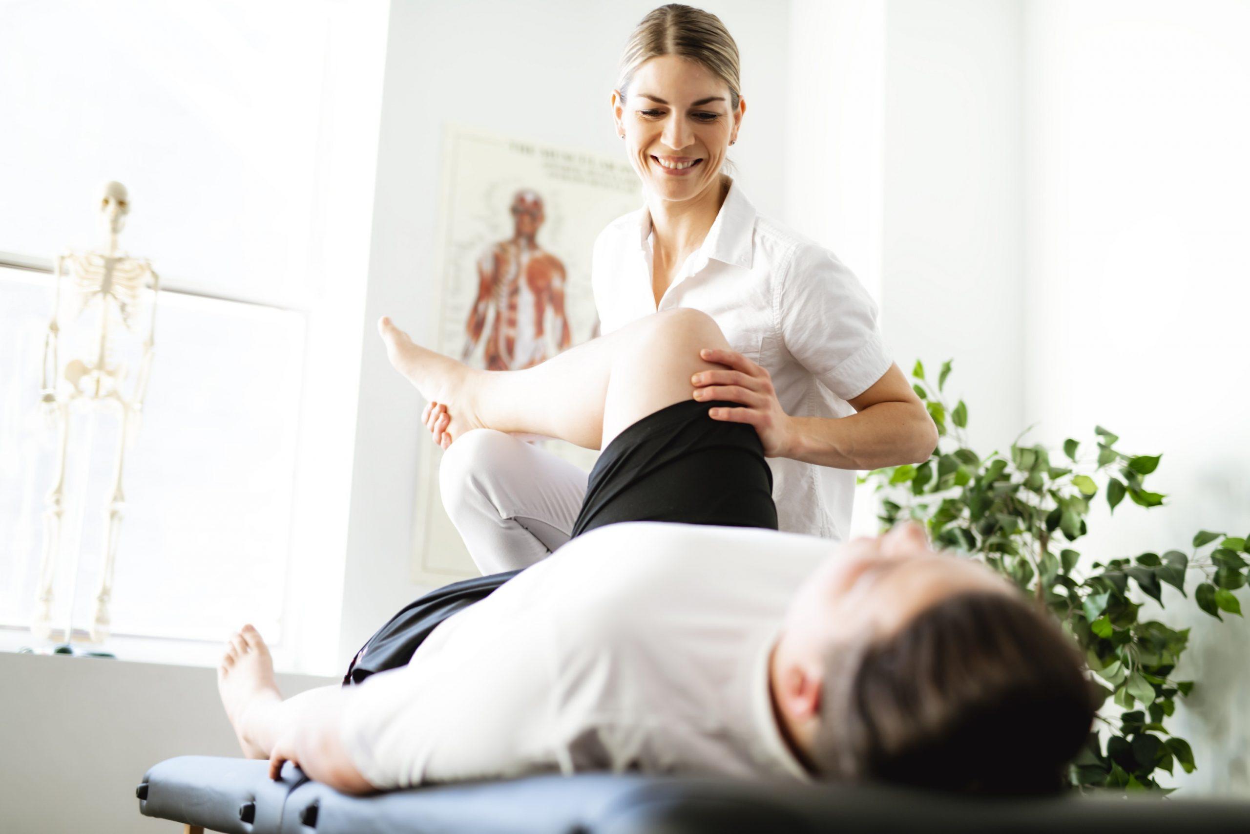 Qual é a importância da fisioterapia no tratamento das dores crônicas?